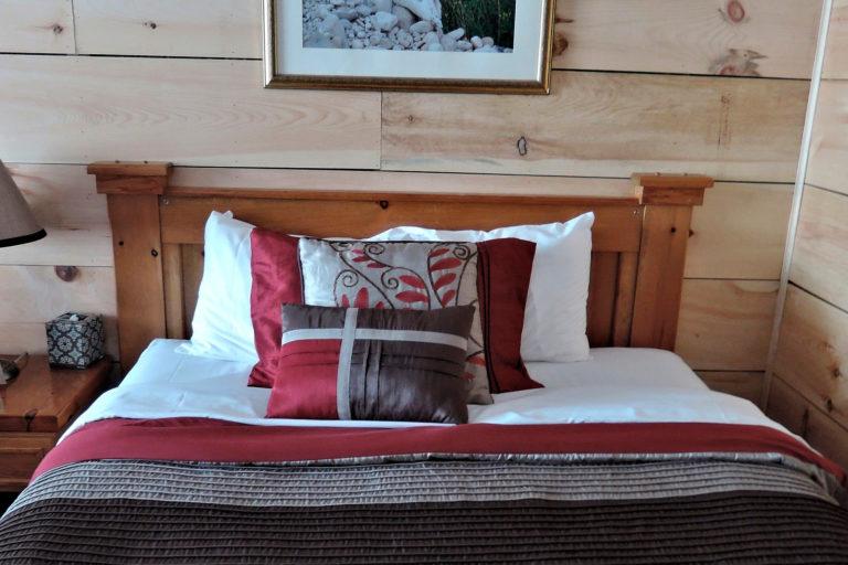 Cama cabaña de madera para despedidas en Salamanca